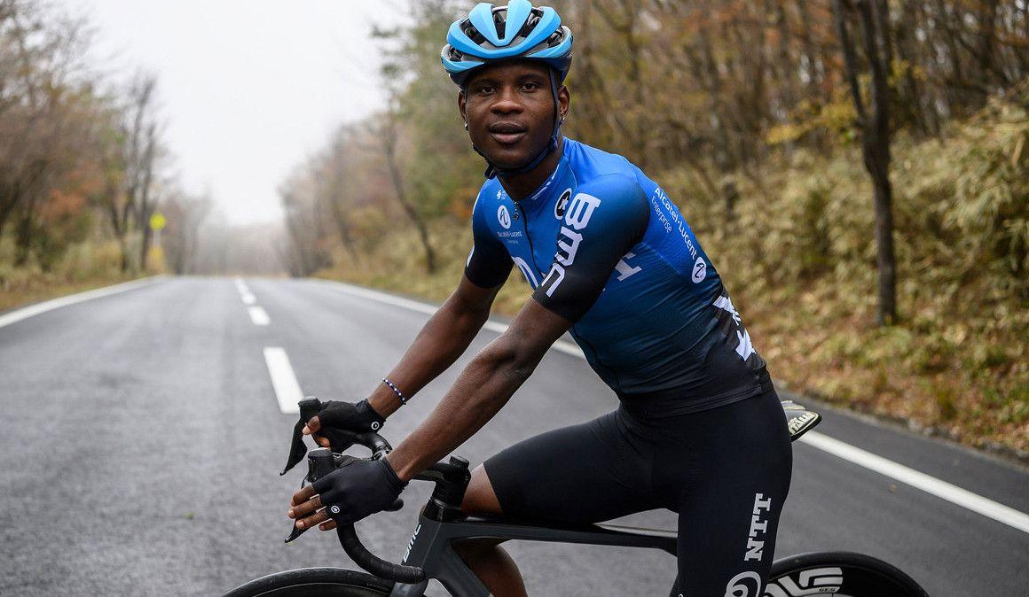 Nicholas Dlamini (NTT Pro Cycling) foi brutalmente agredido enquanto treinava na África do Sul