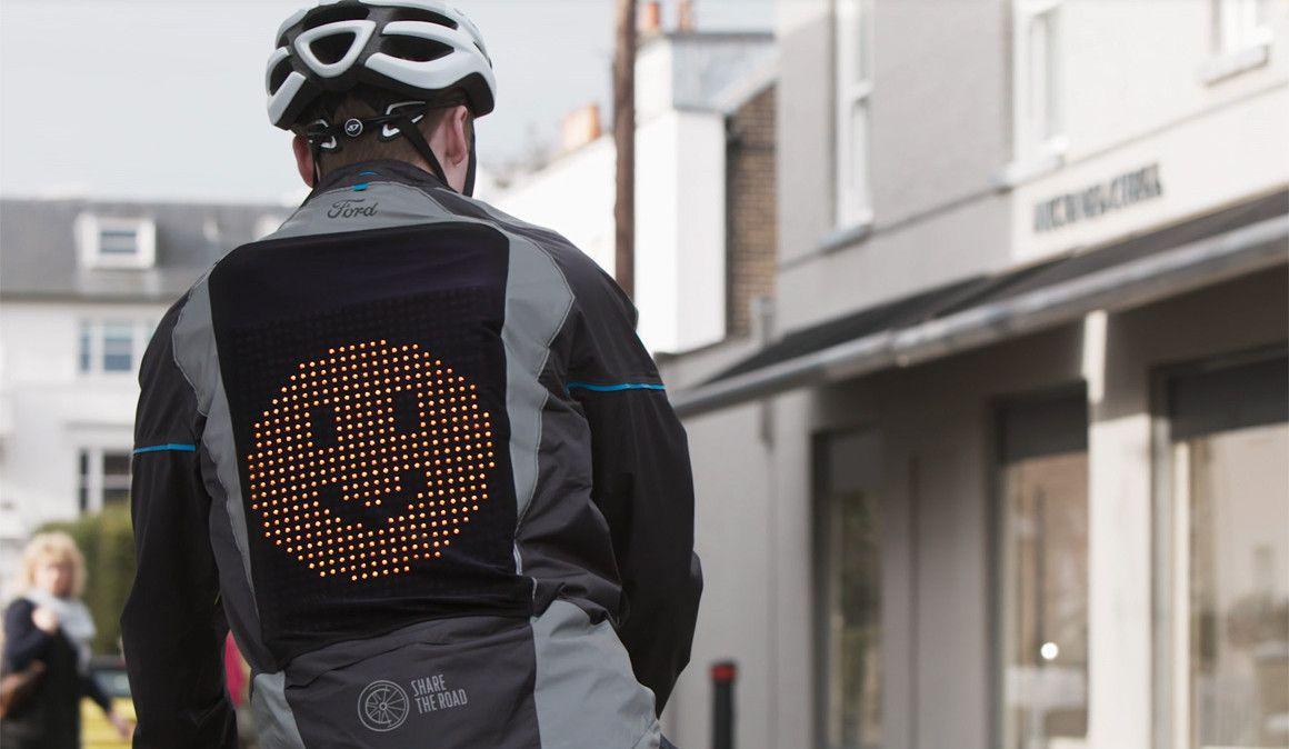 Ford Emoji, o casaco que permite aos ciclistas comunicar com os condutores
