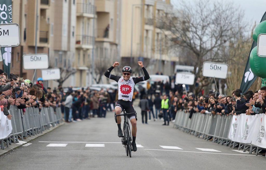 Alberto Gallego abre época com triunfo em Vagos