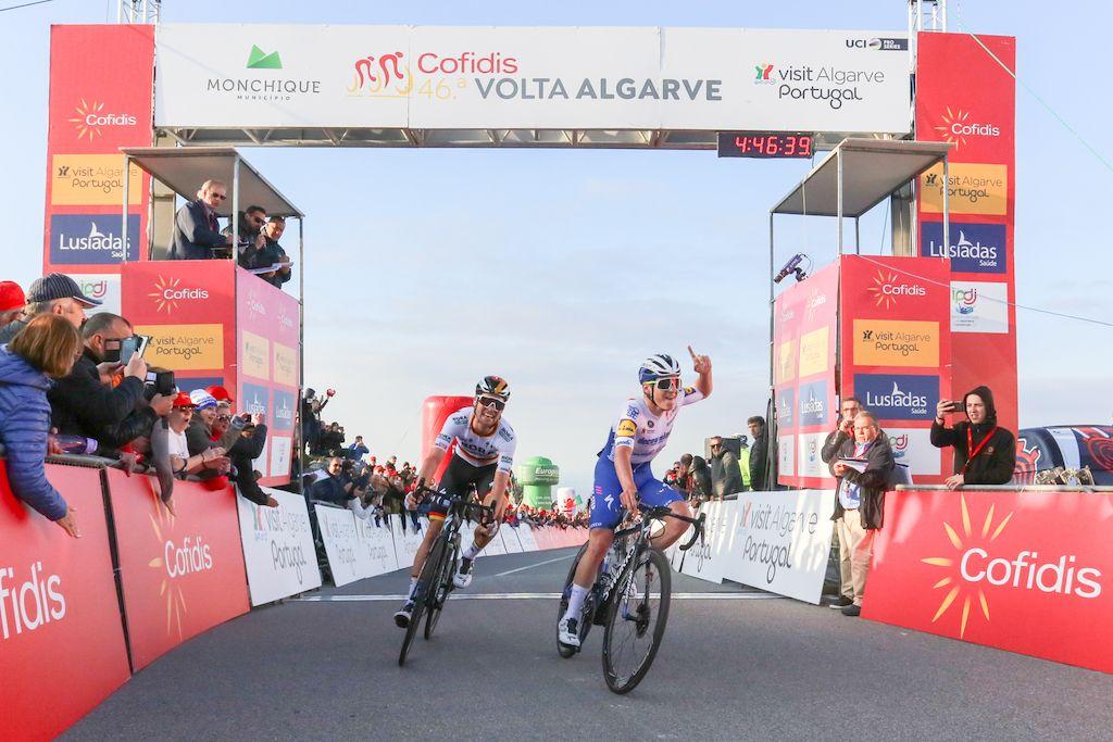 Volta ao Algarve: Remco Evenepoel triunfa na Fóia