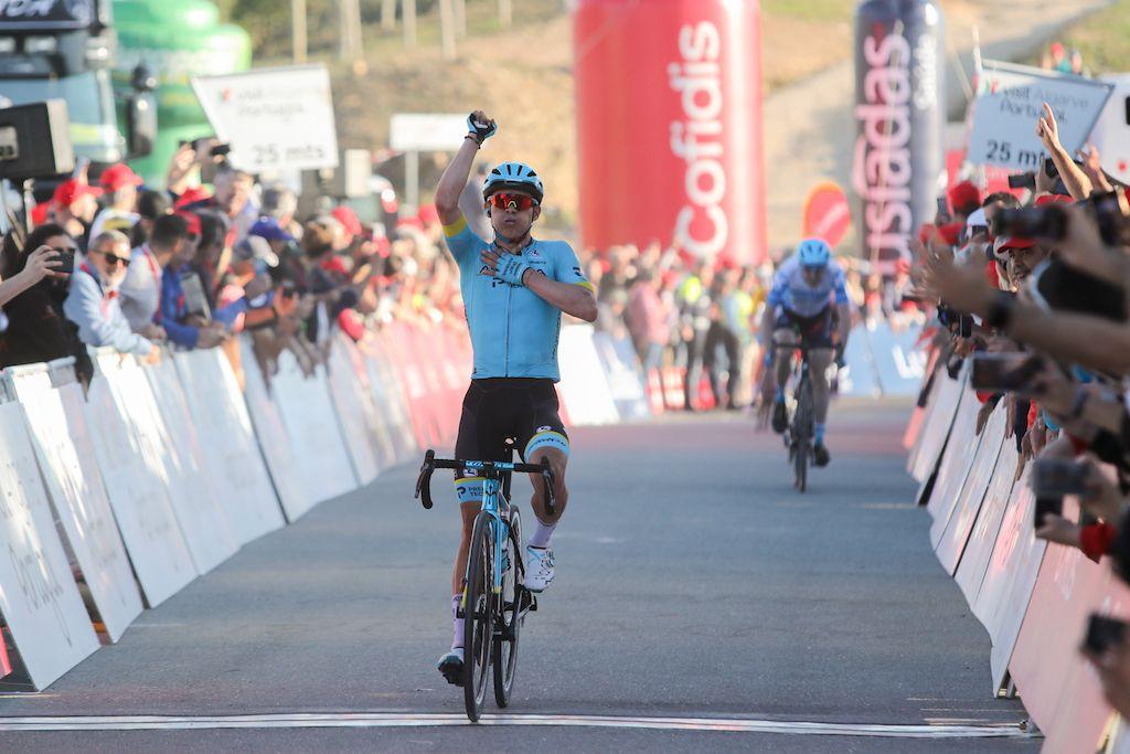 Volta ao Algarve: Miguel Ángel López ganhou no Malhão e Evenepoel resistiu aos ataques