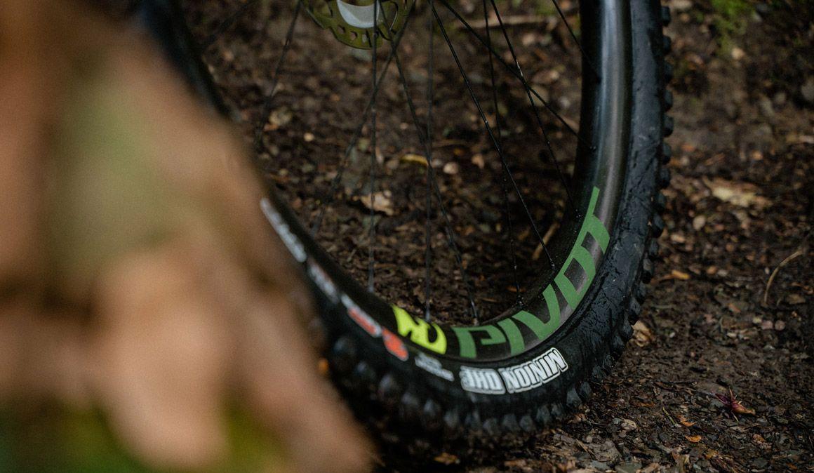 Pressão máxima na roda: cuidado ao encher um pneu tubeless