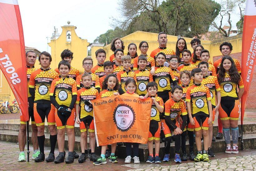 Escola de Ciclismo de Oeiras lança crowdfunding para comprar 30 capacetes