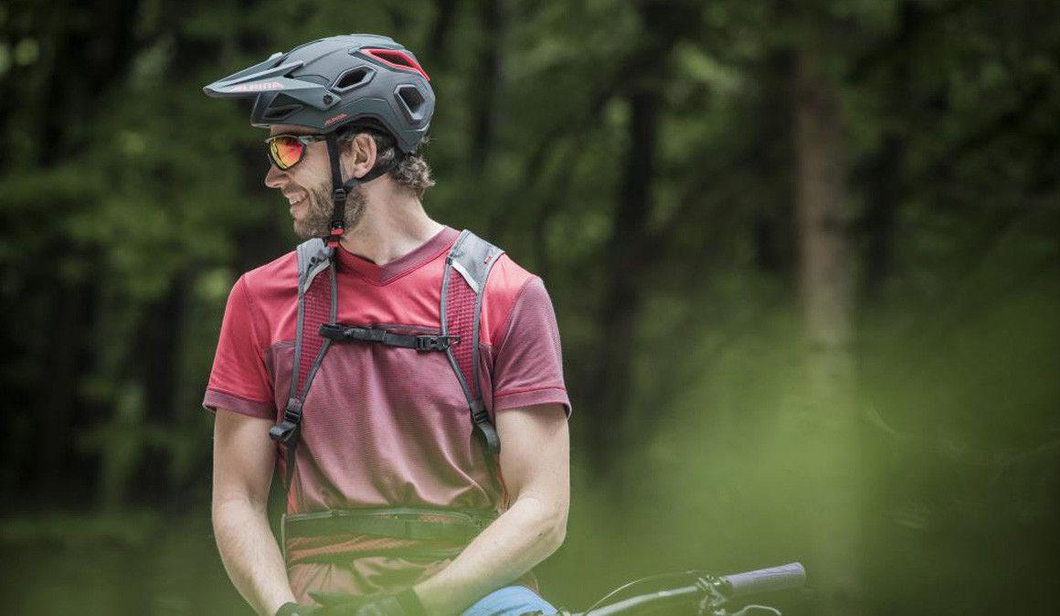 Alpina apresenta dois novos capacetes