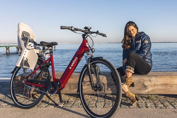 Cláudia Vieira é embaixadora da Riverside Bike Shop