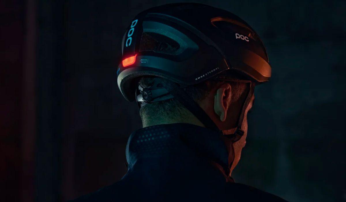 POC lança o Omne Eternal, o primeiro capacete com luz autoalimentada que não precisa de carregamento